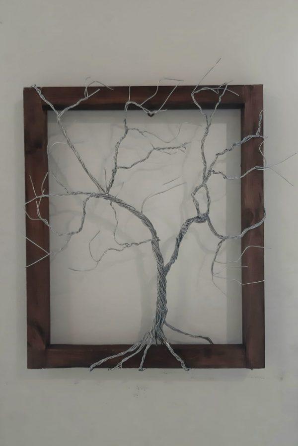 פיסול בחוט ברזל - תבליט עץ על קיר